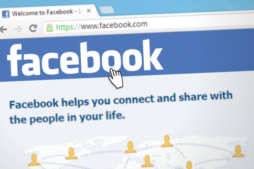 Captura de facebook desde un ordenador - Este artículo habla acerca de la divulgación de información falsa de la mano de los coyotes en la frontera de México