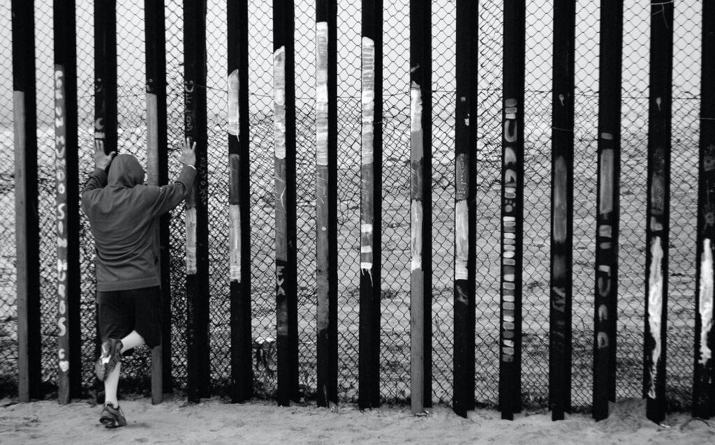 Este artículo habla sobre cómo sería Estados Unidos sin inmigrantes. La imagen es acorde.